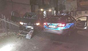 Pościg w Strzegomiu za bmw. 26-latek próbował potrącić policjantów [WIDEO]