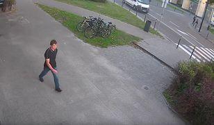 Wszystkie osoby, które rozpoznają tego mężczyznę proszone są o kontakt z policją