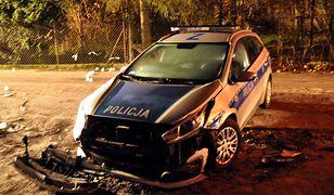 W trakcie pościgu kierowca uderzył w radiowóz (zdjęcie ilustracyjne)
