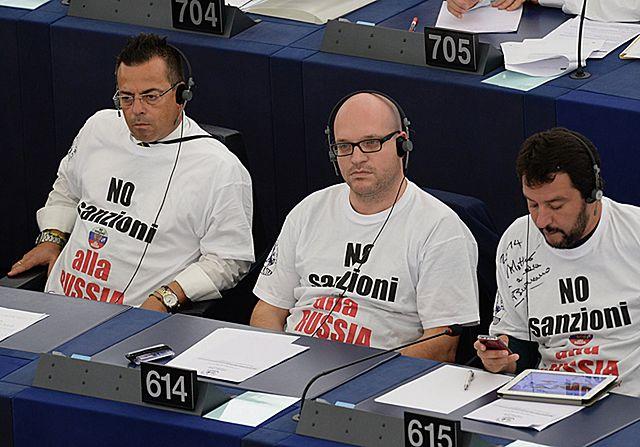 Skandal w PE. Wulgarne gesty eurodeputowanych - zdjęcia