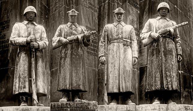 """Znani przeciwko powrotowi pomnika """"Czterech śpiących"""""""