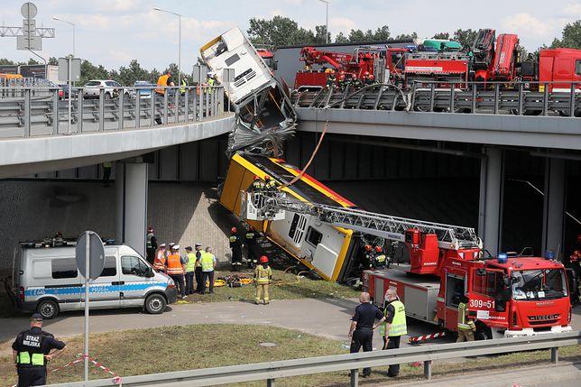 Wypadek na moście Grota-Roweckiego. Relacja na żywo z miejsca zdarzenia
