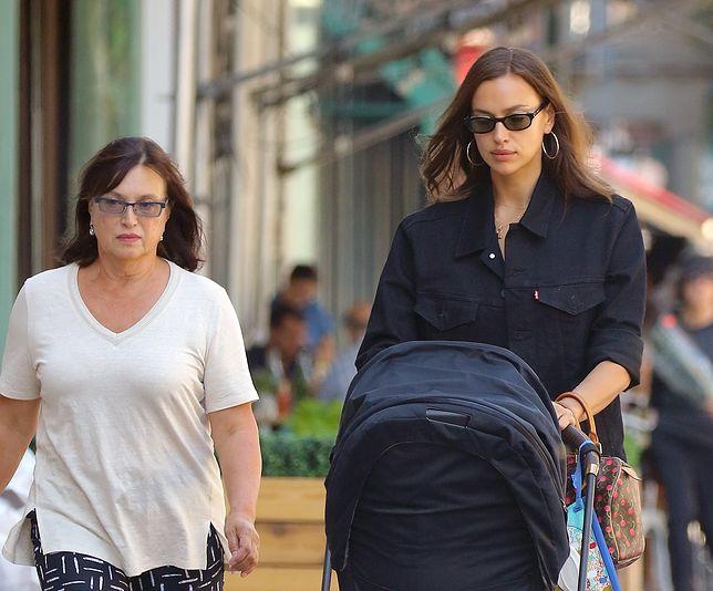 Irina Shayk spacerowała po Nowym Jorku z mamą Olgą i córeczką w wózku