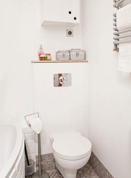 Gdzie składować łazienkowe akcesoria w małej łazience?