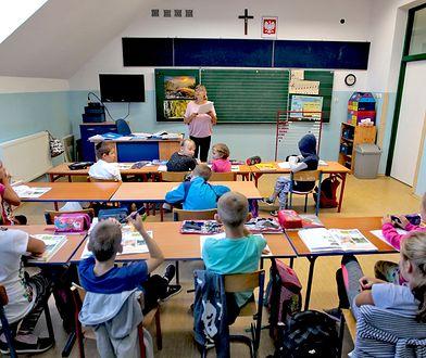 Lekcje religii w czasie zajęć szkolnych czy po niedzielnej mszy? Rodzice zabrali głos