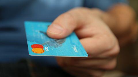 """Bankomaty podatne na atak z """"czarną skrzynką"""". Hakerzy mogą wypłacić dowolną kwotę"""