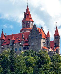 Zamek w Bouzovie w Czechach. Krzyżacy chcą go odzyskać