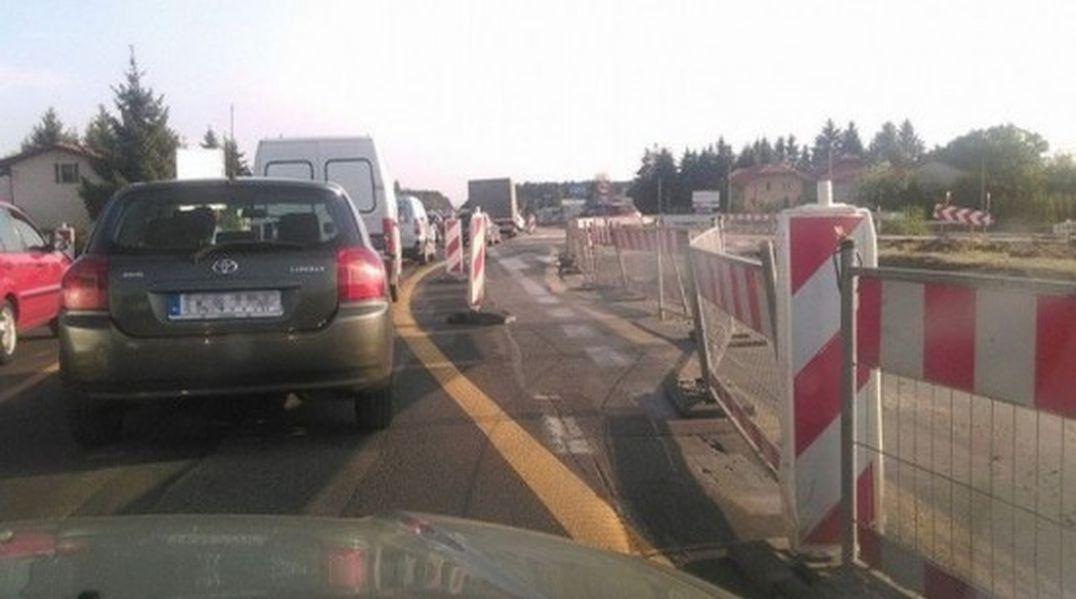 Kierowcy jadą pod prąd. Bałagan po otwarciu wylotówki z Warszawy