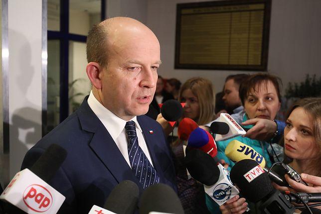 Minister Radziwiłł rozmawiał z rezydentami. Brak porozumienia
