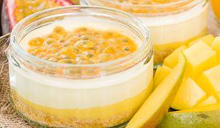 Mini serniczki z mango i passiflorą