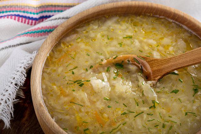 Kapuśniak to gęsta, bardzo sycąca zupa z kapusty