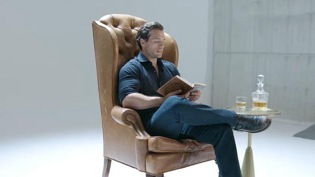 Wiedźmin. Henry Cavill czyta powieść Andrzeja Sapkowskiego. Netflix promuje serial