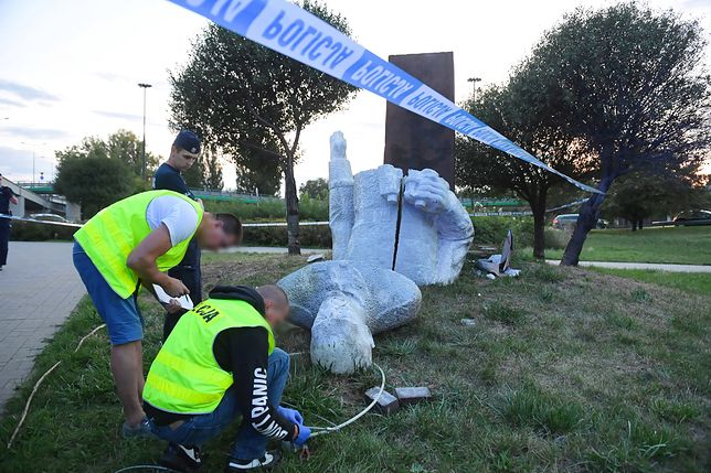 Zniszczenie pomnika Zygmunta Berlinga. Zatrzymano jedną osobę