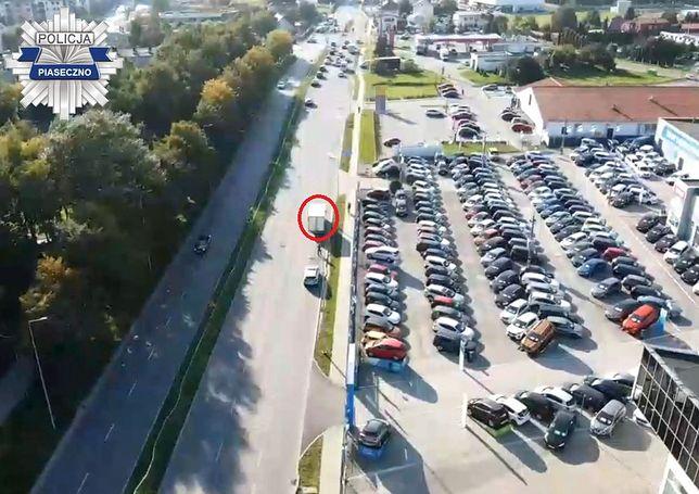 Piaseczno. Drony uważnie obserwują kierowców. I czasem zarejestrują coś, co kompromituje kierowców (Policja)