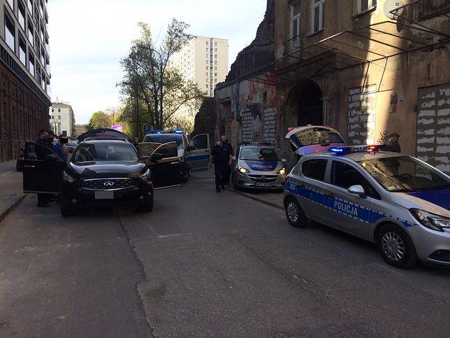 Warszawa. Pościg na Woli. Pasażer wyrzucił przez okno plecak pełen marihuany