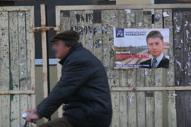 Włoszczowa, okolice rynku. Plakat wyborczy Bartłomieja Dorywalskiego