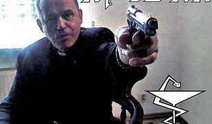 Prałat Jankowski mierzy z pistoletu na okładce płyty zespołu Apteka