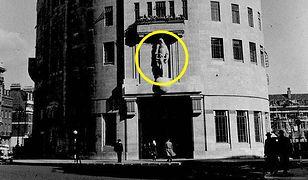 Historyczna siedziba BBC z zaznaczoną rzeźbą o mocno kontrowersyjnej symbolice