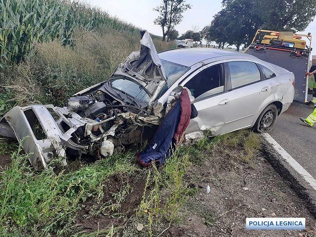 Pijany sprawca wypadku uciekł z miejsca zdarzenia. Szybka akcja policji