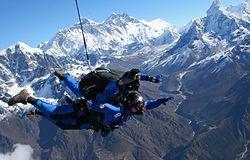 Mount Everest zamienił się w plac zabaw. Ze śmiercią coraz częściej igrają tam dzieci