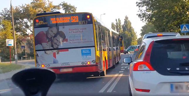Warszawa. Na podwójnej ciągłej, przez przejście dla pieszych. Tak jeżdżą kierowcy autobusów