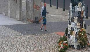 Wandal zdewastował tablice na Pawiaku. Szuka go policja