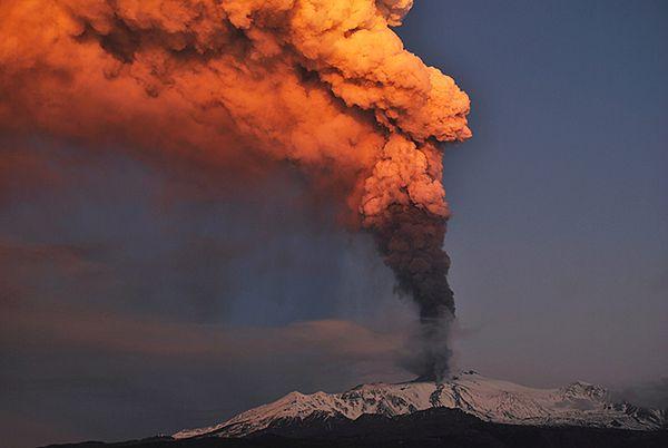 Wybuchł największy wulkan Europy - popiół utrudnia loty