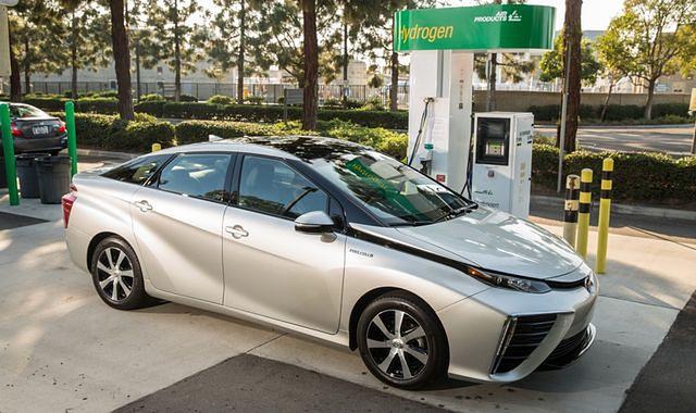 Toyota Mirai ze zwiększonym do 502 km zasięgiem