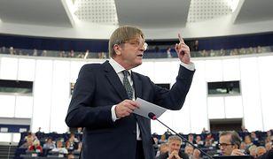 Guy Verhofstadt w użył mocnych słów wobec włoskiego premiera. Odpowiedź przyszła z innej strony