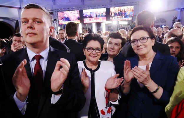 Politycy PO podczas wieczoru wyborczego w sztabie Bronisława Komorowskiego