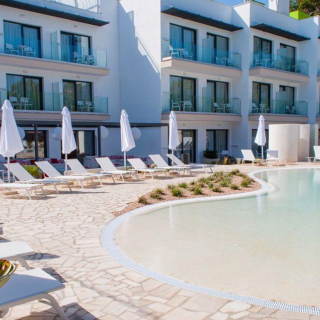 Goście hotelu mogą skorzystać z dużego basenu, baru na dachu, degustacji przeróżnych potraw i win, a także innych udogodnień