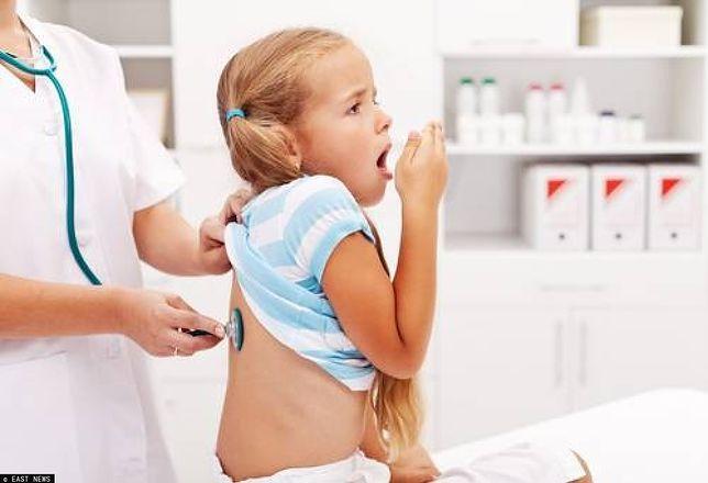 Krztusiec to choroba, która dawniej stanowiła poważne zagrożenie.