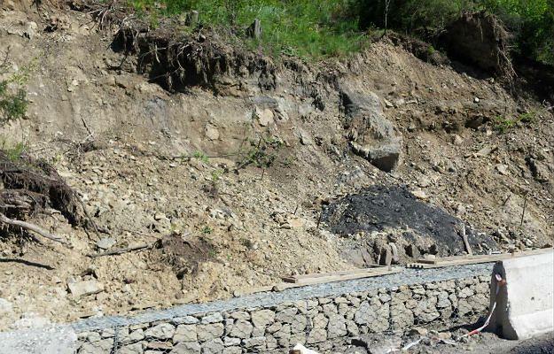 W Rajbrocie osuwiska znów aktywne. Czy droga zostanie zablokowana?