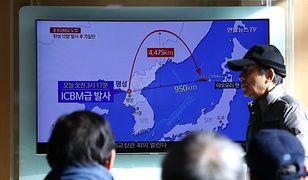 Koreańczycy z Południa śledzą wiadomości o najnowszym teście rakietowym Północy