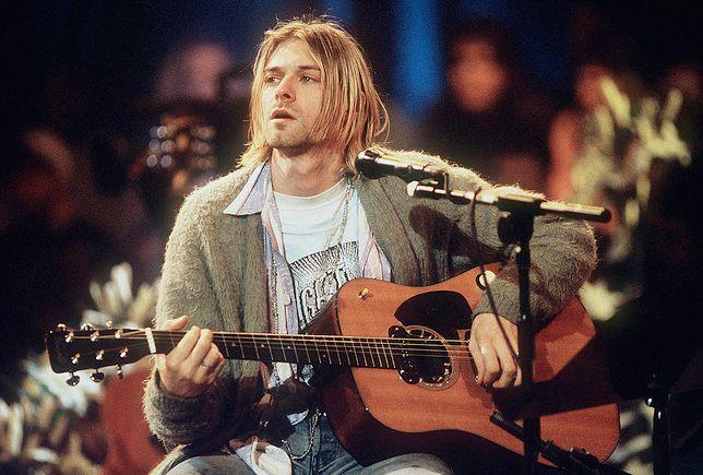 Kurt Cobain podczas słynnego występu MTV Unplugged