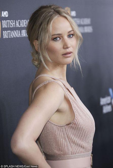 Hollywoodzka piękność zmienia się w seksbombę