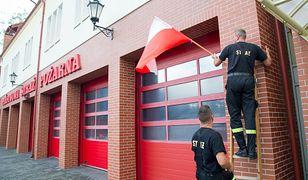 Akcja ze zwolnieniami lekarskimi ruszyła w straży pożarnej. Na fot. początek protestu służb mundurowych w Sopocie.