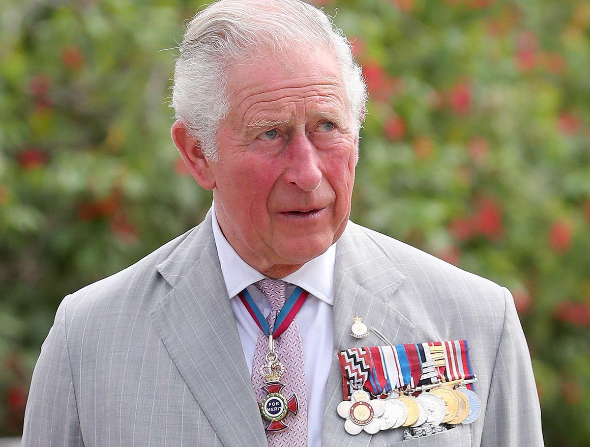 Książę Karol cierpi na wstydliwą przypadłość? Wystarczy spojrzeć na jego dłonie