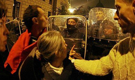 Policja usunęła demonstrantów z placu przed węgierskim parlamentem