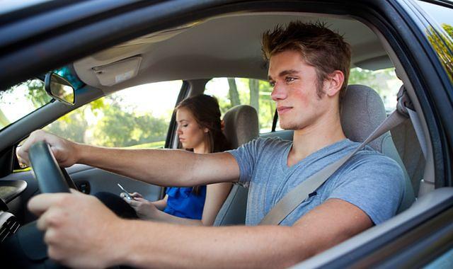 Młodzi kierowcy płacą nawet 5-krotnie więcej za OC