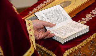 Jak i o której godzinie uczestniczyć w wielkopiątkowej mszy online? Podpowiadamy