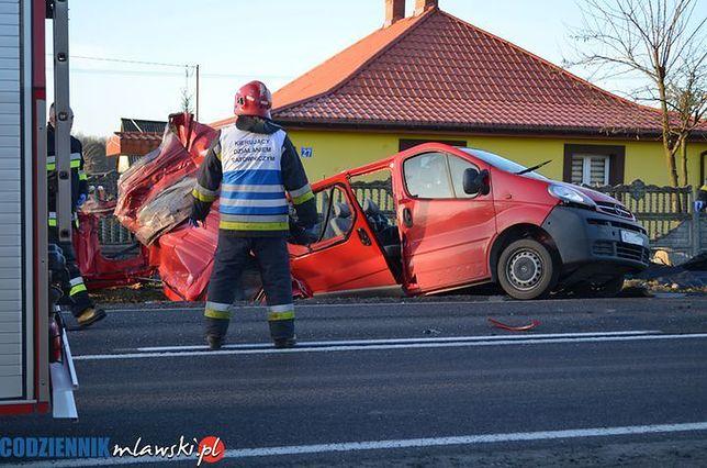 Tragiczny wypadek busa koło Pawłowa na Mazowszu. Nie żyje 5 osób