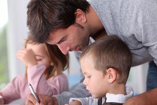 Ojciec trójki dzieci nie wytrzymał. Dosadny wpis na temat nowych podręczników