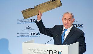 Premier Izraela Beniamin Netanjahu w Monachium pokazał fragment zestrzelonego, irańskiego drona