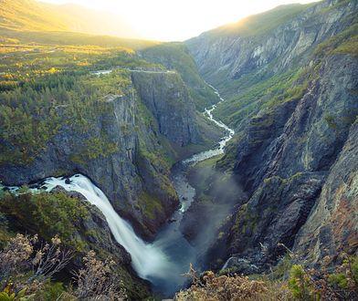 Wakacje 2020. Nowa atrakcja w Norwegii. Most, z którego rozciąga się spektakularny widok