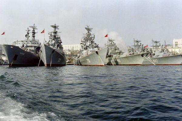 Agencja AP: samoobrona Krymu szturmuje sztab marynarki wojennej Ukrainy