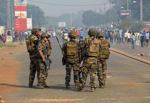 Francuscy żołnierze na ulicach Bangi, 10 stycznia