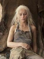 Emilia Clarke nie je i ćwiczy