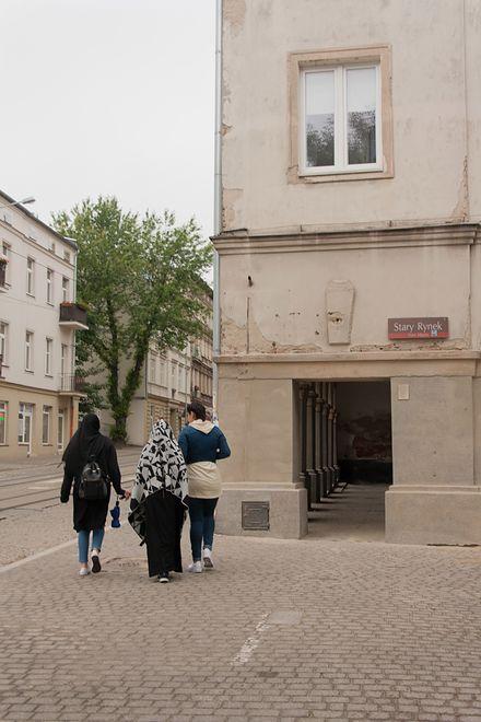 w Łodzi