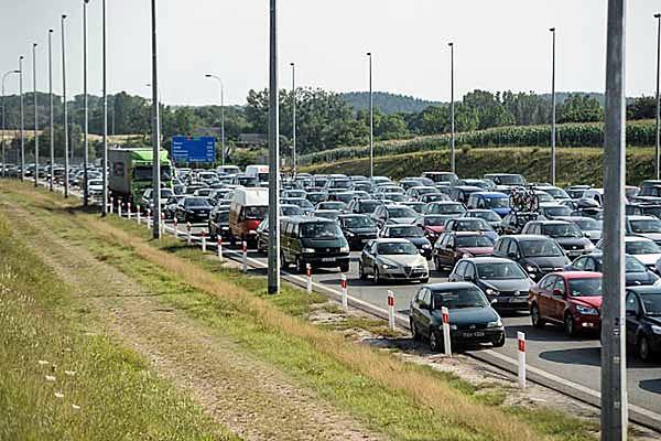 Ogromne korki przy wyjeździe z autostrady A1 w kierunku Gdańska, w miejscowości Rusocin
